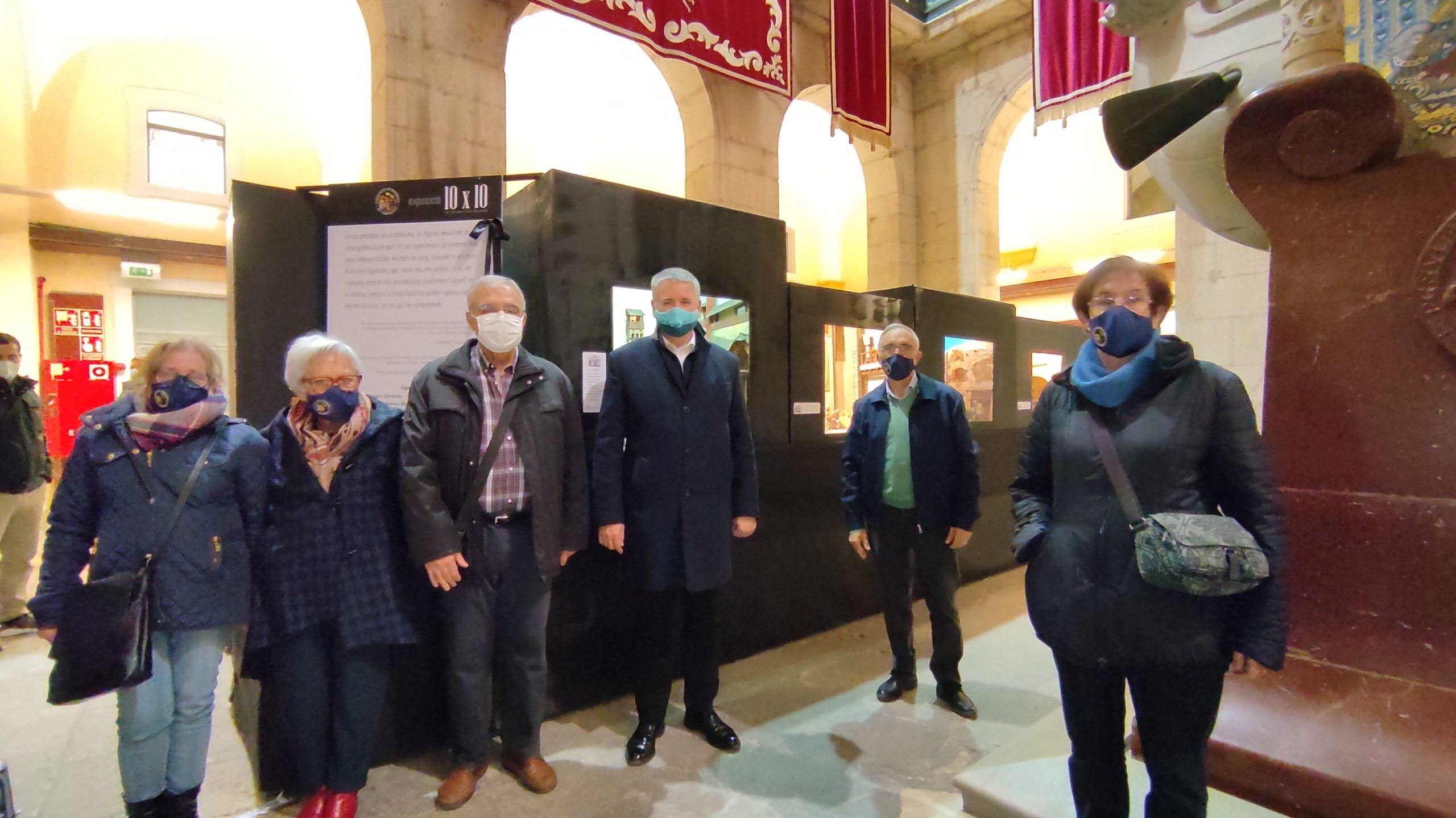 """L'alcalde Ricomà obre l'exposició """"10 x 10"""""""